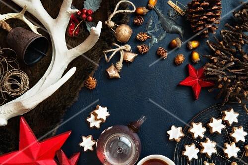 Cinnamon stars, teapot and Christmas decorations