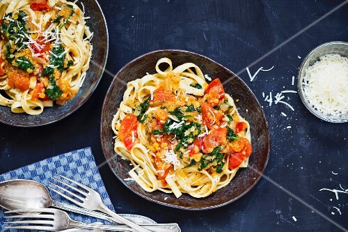Ribbon pasta with lentils, tomatoes and cheese