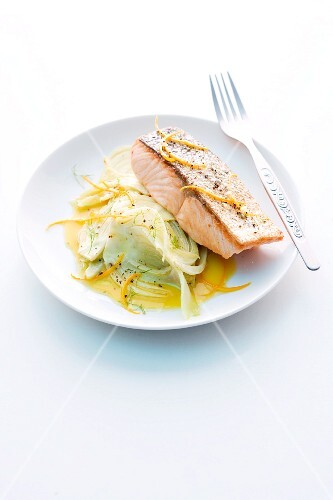 Baked salmon on fennel and oranges