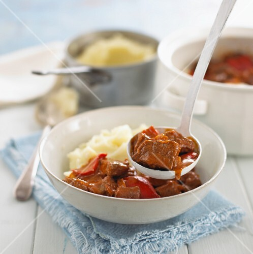Beef goulash with peppers and mashed potato