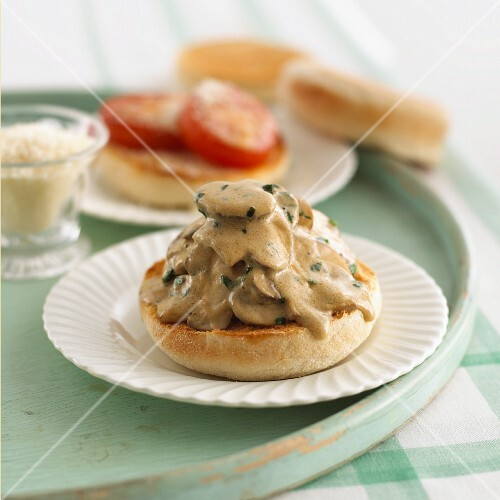 English muffin with mushrooms sauce