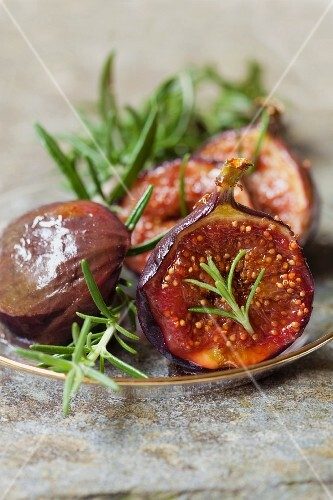 Caramelised figs with balsamic vinegar and rosemary