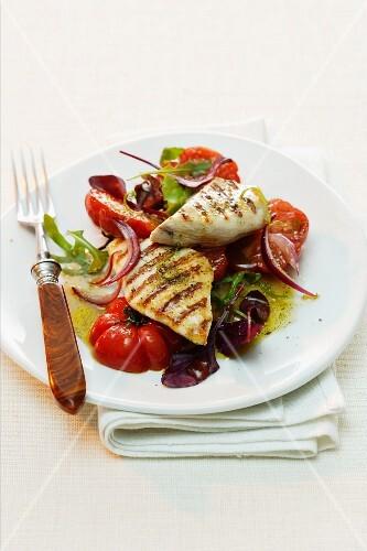 Grilled tuna on tomato salad with vanilla vinaigrette