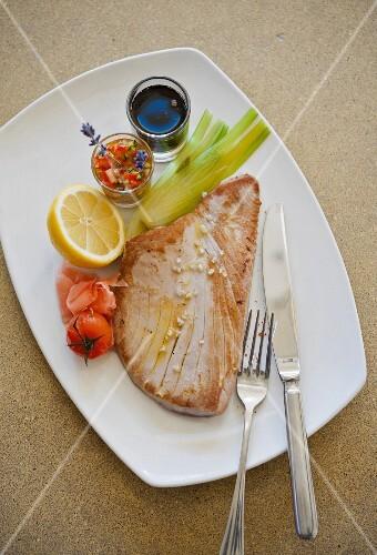 Tuna steak with accompaniments