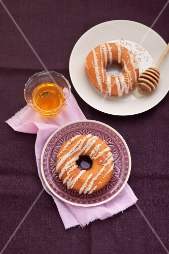 Sesame doughnuts with honey
