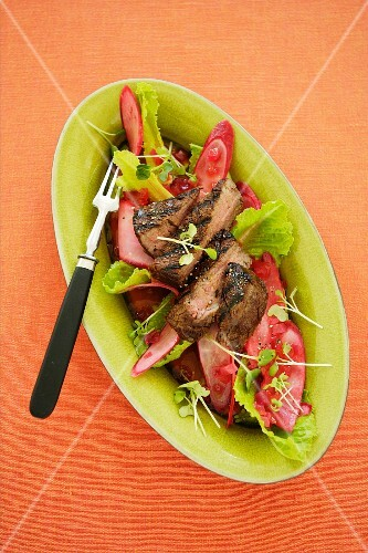 Pickled radish with grilled beef steak