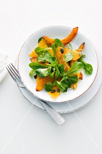 Lamb's lettuce with fried squash, oranges and pumpkin seeds