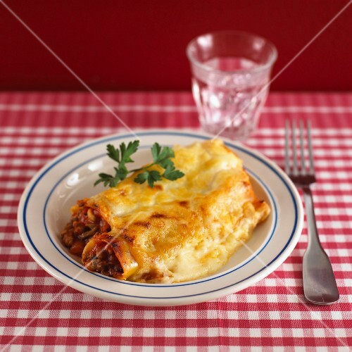 Cannelloni with mince filling