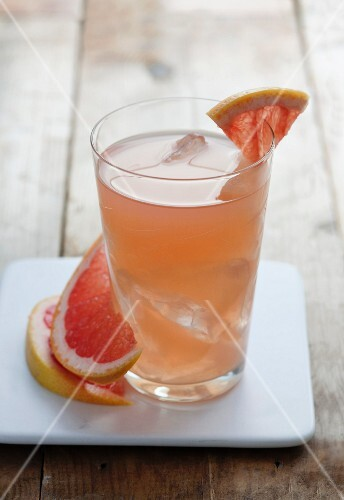 Summery grapefruit juice with ice cubes