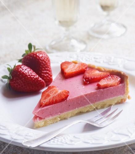 Yoghurt and strawberry tart