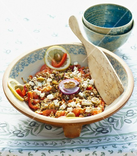 A filling salad with millet and lentils