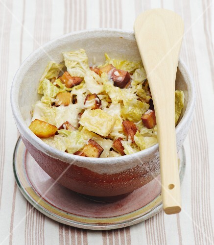 Savoy cabbage with tofu