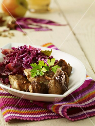 Fried seitan with red cabbage