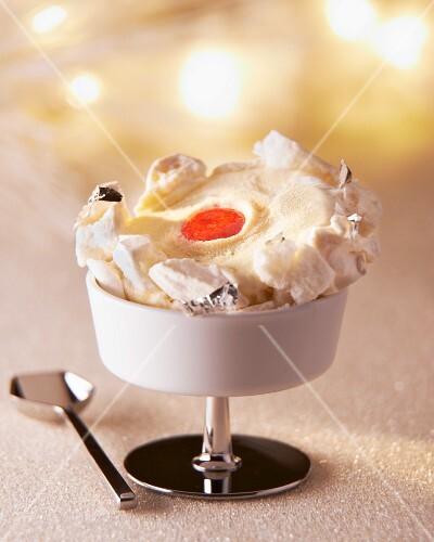 Vanilla ice cream with meringue and strawberry