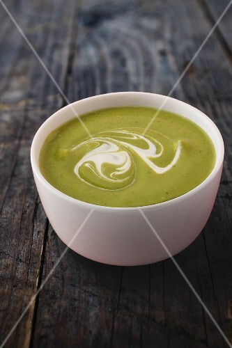 Green cream of vegetable soup with crème fraîche