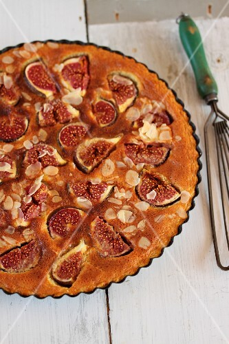 Fig tart with almonds