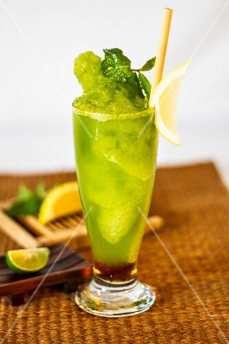 Lemon and mint cocktail
