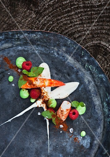 King prawns, pea purée, raspberries, paprika, Sour cream, Salt flakes