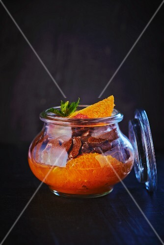 Preserved oranges with chocolate