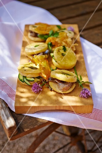 Bread rolls filled with courgette and anchovies