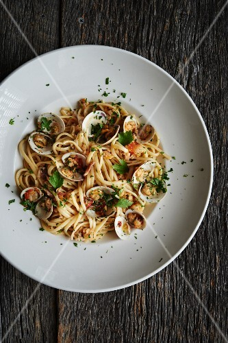 Linguini with fresh little neck clams, olive oil, parsley.