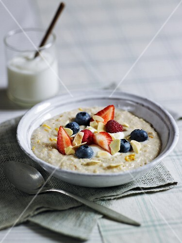 Porridge with fresh berries and flaked almonds