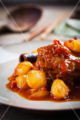 Stifado (spiced stew with beef and onions, Greece)