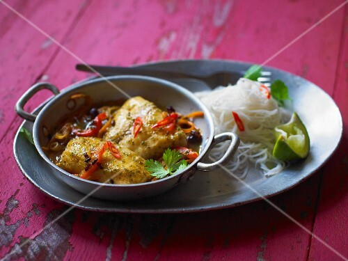 Tilapia curry with rice noodles (Thailand)