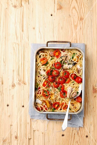Spaghetti with smoked mackerel and cherry tomatoes