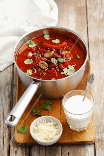 Kidney bean soup with peppers, yoghurt and cheese