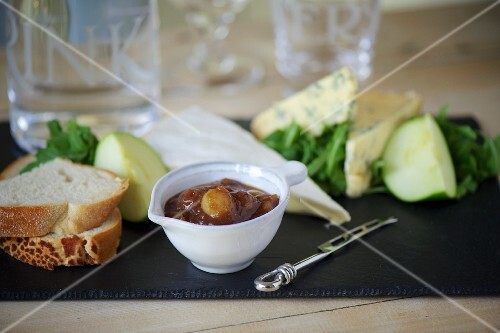 Apple chutney, cheese and bread