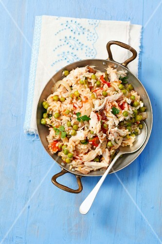 Rice with peas and smoked mackerel