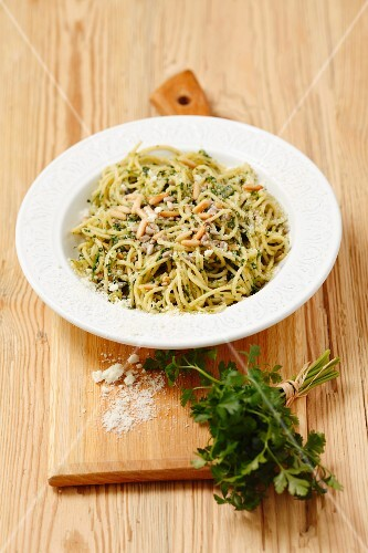 Spaghetti with parsley pesto and Pecorino