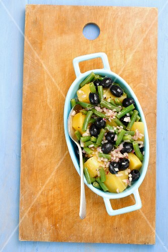 Potato salad with green beans, olives and vinaigrette