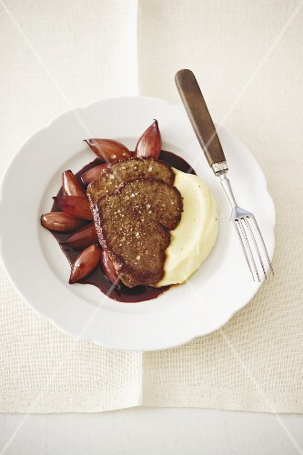 Fillet of beef with shallots cooked in red wine, and mashed potato