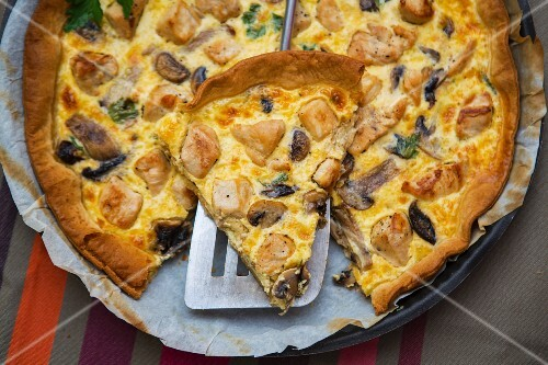 Mushroom quiche with parsley, sliced