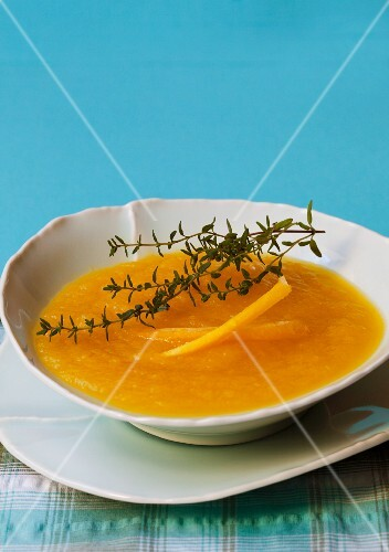 Yellow carrot soup with thyme