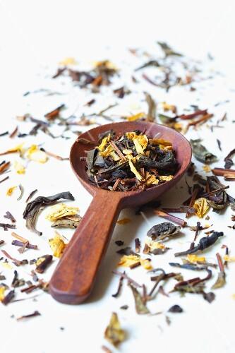 Flavoured green tea (fresh leaves)