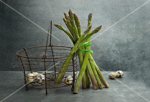 Green asparagus and quail's eggs