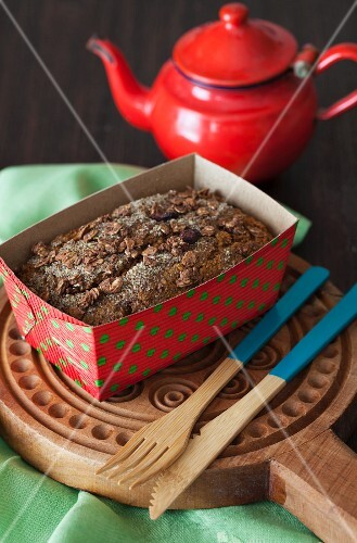 Wheat bran morning cake with pears