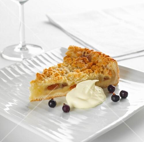 Apple crumble slice with cream
