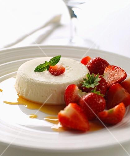 caramel panna cotta with strawberries