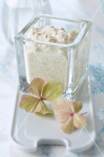 Clarifying homemade oat and yoghurt facemask