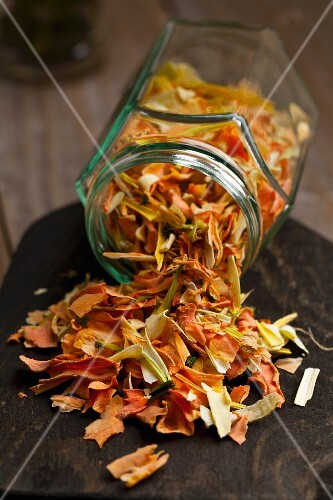 Dried vegetables (carrots, parsnips, onions, leeks) for vegetable stock