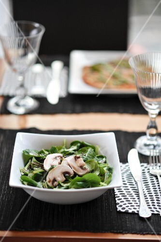 Lambs lettuce with mushrooms and a balsamic dressing