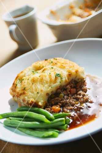 A portion of shepherds pie served with green beans (England)