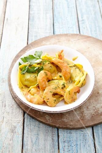 Tortellini with herb prawns