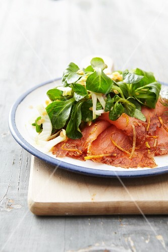 A winter salad with smoked salmon and lambs lettuce