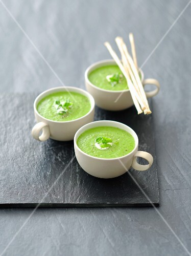 Cream of pea soup with grissini