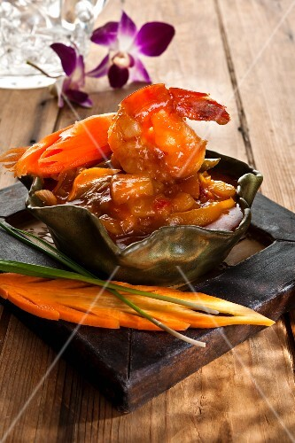 Prawns with chilli sauce and carrots (Thailand)